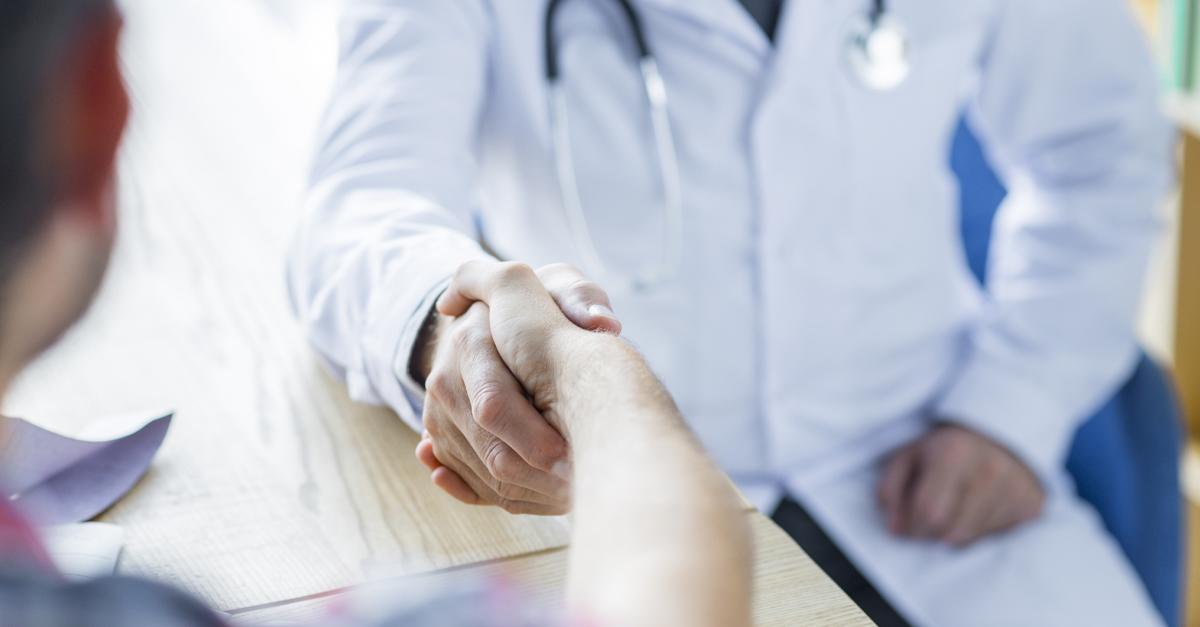 Médicos X fornecedores: como torná-los aliados no processo de cotação